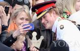 梅根爆王室不讓自拍?這些王室成員用實際行動告訴你:胡說八道!