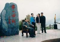 金庸在浙博士生追憶:第一次見面,第一個問題就讓他笑了
