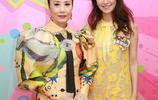 72歲汪明荃穿黃裙扎哪吒頭減齡似18少女,鏡頭比V賣萌敲可愛