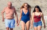 87歲默多克與現任妻子秀甜蜜恩愛,鄧文迪女兒和後媽相處融洽