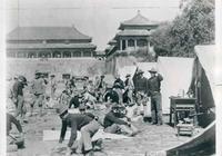 八國聯軍進京嚇跑慈禧,洗劫慈禧寢宮還在床頭刻字,讓她羞紅老臉
