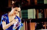 精通茶藝的完美女性