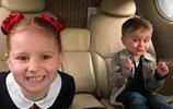 別人家的孩子:五歲就開始坐私人飛機出國,生活特別的享受