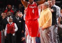 豪斯投籃6中5,三分3中2,拿到14分7籃板,怎樣評價他的表現?
