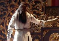 張無忌為什麼放棄皇位?他劈開龍椅時,誰注意楊逍做了什麼?