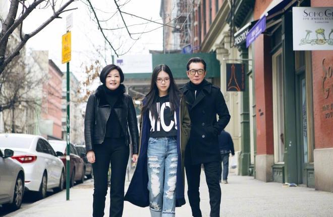 李詠慶生晒女兒近照,網友:這腿真長