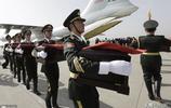 十名志願軍烈士遺骸回國,戰機低空拉煙致敬,已有599位烈士回家