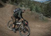 穿越亞利桑那的巨石山峰 在鳳凰城的涅槃重生