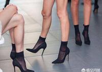 為什麼現在的女生夏天穿涼鞋不搭配絲襪而是光著腳?