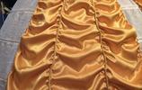 男子親手裁縫貝兒禮服向女友求婚