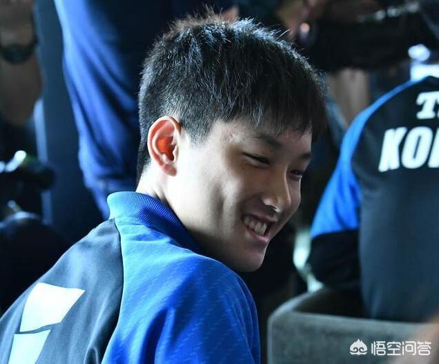 張本智和為何在抽籤結束後笑逐顏開呢?你覺得他能晉級決賽嗎?