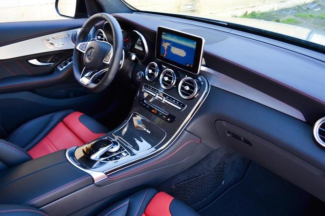 奔馳 AMG GLC63 官圖實車發佈 V8引擎 性能強悍