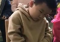 孩子第一天上幼兒園,老師發來這段視頻,看完媽媽差點笑岔氣