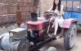 21歲農村美女穿短裙開拖拉機,小夥子樂壞了!