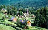 """這個村莊與哈薩克斯坦國只是一溝相隔!被稱為""""西北第一村"""""""