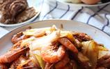中午做了魯菜經典——白菜燒蝦,小兩口在家也要過出過年的儀式感