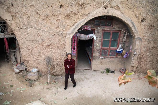 山西農村6旬大媽把養女遠嫁山東,養女知道身世後如此對她
