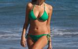 超級名模斯蒂芬妮庫克在邁阿密海邊度假,網友:膚色很健康