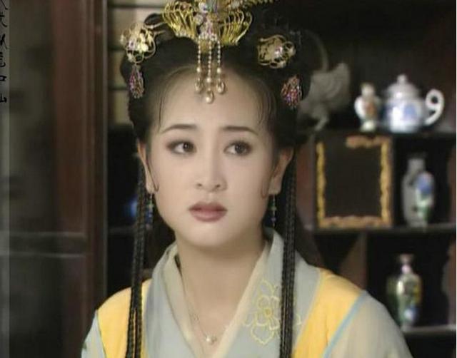 她是《上錯花轎》裡的公主,比黃奕大一歲,現在比黃奕還美!