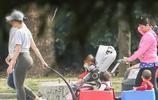 球星C羅的女友喬治娜帶著孩子逛公園,快快樂樂的一家人