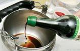 水壺中有水垢不用急,朝裡面扔一個常用工具,水壺馬上乾淨如新