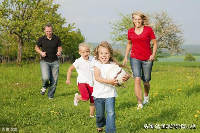 """想讓孩子獨立成長,拒絕做""""直升機父母"""",高情商父母都用這4招"""