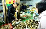 外地夫妻在青島賣海鮮21年 買房買車 兒女雙全 一家人幸福滿滿