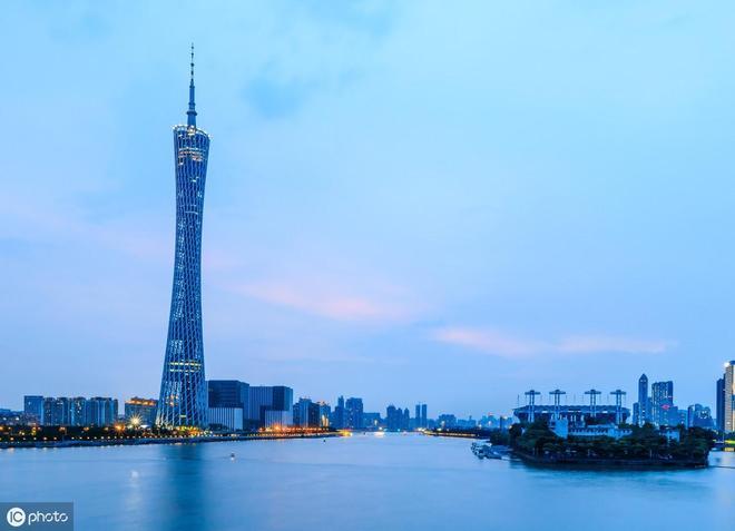 中國第一高塔——廣州塔,夜景美輪美奐,還坐擁多項世界紀錄