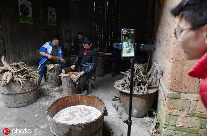 45歲農民直播賣山貨,年銷30萬,曾被村民說不務正業