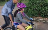 郭濤陪女兒練單車讓我想起了父親