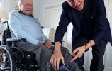 老布什將身穿灰色短襪安眠,以向為國家服務的一生致敬