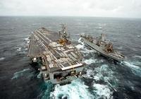 後甲板上彈藥密密麻麻,美國超級航母實施補給,最快速度只要一天