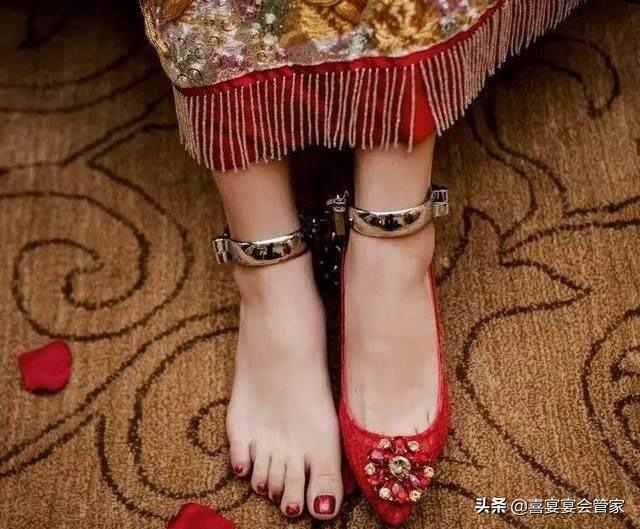 """婚禮中的小祕密 為什麼要""""藏鞋""""?你知道嗎?"""