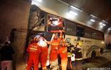 載52人客車高速失控撞隧道壁 已致4人死亡