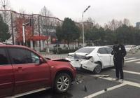 豐田卡羅拉遭奇瑞瑞虎追尾 網友:這就是日系車和國產車的差距