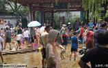 神祕感十足的五龍潭公園,成為孩子們的水上樂園