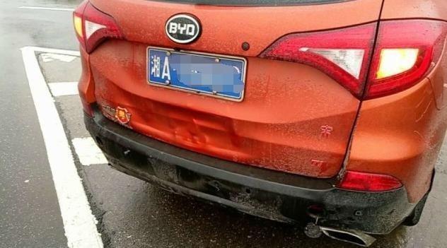 國產車比亞迪與日系車相撞,看看國產車多厲害
