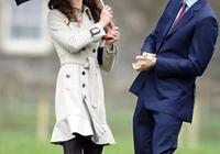 凱特王妃身穿刺繡連衣裙,手拿中式油紙傘,好像斷橋上的白娘子!