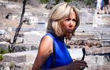 她兩度去希臘訪問,還和希臘總統的妻子合照