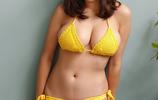 日本高人氣女神筱崎愛拍攝室內封面,網友:吃東西的她好可愛
