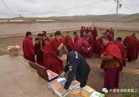 青海黃南:禁毒宣傳進寺院,我們在行動