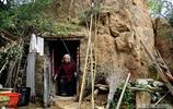84歲農村老太獨居深山靠採藥為生,其背後的故事讓網友心酸落淚