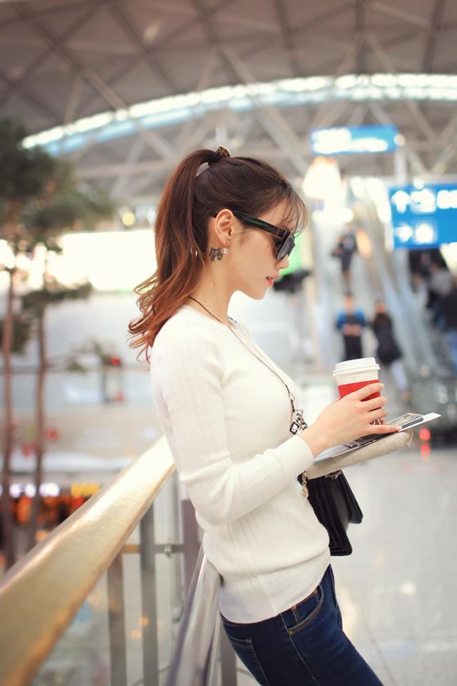 頭條女神孫允珠—純白色收身圓領針織衫