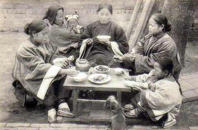 清朝末年外國人拍攝的清朝貧富差距圖集