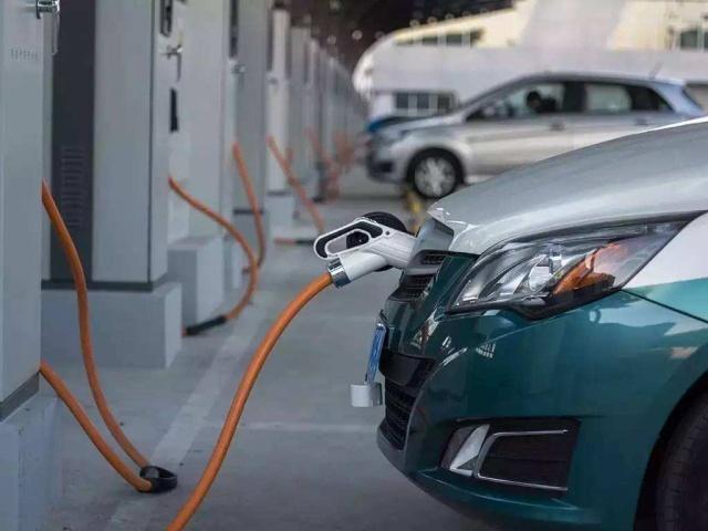 想全職跑滴滴,選電動車還是燃油車?滴滴司機:說出來你可能不信