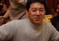 63歲張豐毅妻子近照曝光,老婆顏值高氣質佳,被指撞臉王祖賢!