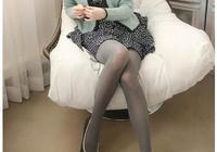 """建議女人:告別小衫,今年流行""""連衣裙配絲襪"""",遮肉減齡特顯瘦"""