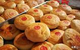 陝北的月餅10元3個,一年四季都有賣的,餡料十足吃上半個就飽了