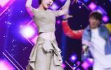 吳莫愁的大膽肚臍裝出席活動,網友:她正常的裝扮也沒那麼醜!