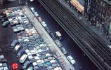 50年代的美國,街頭路邊到處都是汽車